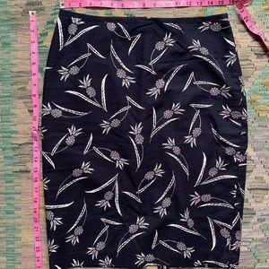 4/$30 item...Ann Taylor Pencil Skirt